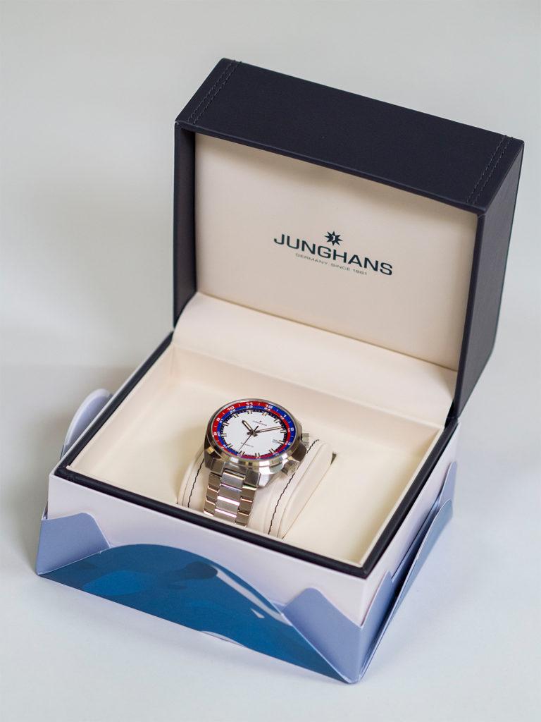 Armbanduhr von Junghans in nachhaltigem Karton von Stora Enso