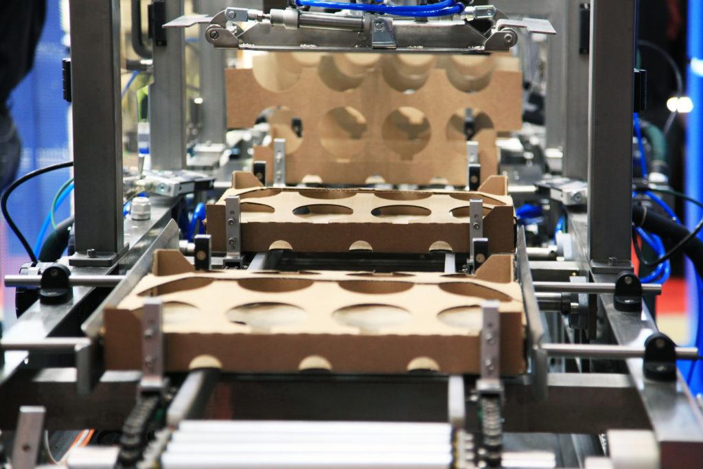 Um den Materialausschuss in der Fertigung zu minimieren, müssen Produktionsanlagen präzise umgestellt werden. Assistenzsysteme von Parsable leisten hier Unterstützung