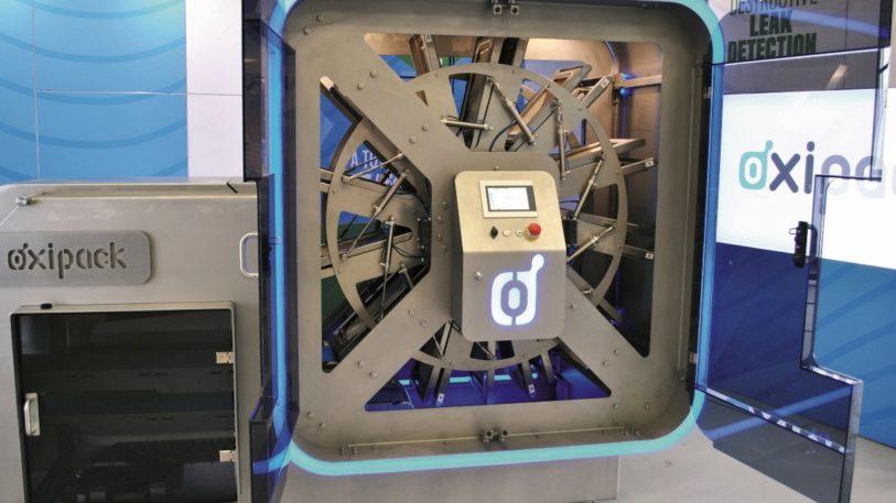 Mit der Vakuumtechnologie kann die modulare Inspektionsanlage an bis zu 120 Verpackungen pro Minute die Dichtheitsprüfungen vornehmen