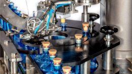 Spezialmaschine zur Gin-Abfüllung der Dr. Datz GmbH
