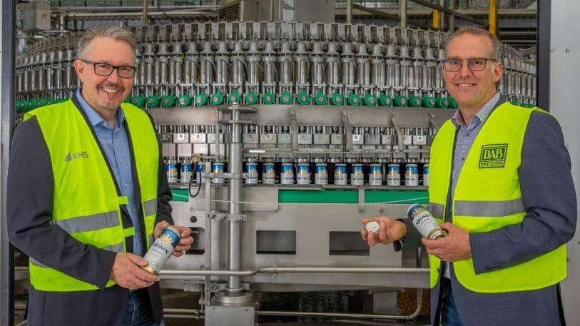 Dirk Dünnhaupt (l.), KHS-Vertriebsmanager für Nordrhein-Westfalen, und Steffen Krauß, Leiter Technik Dortmunder Brauereien