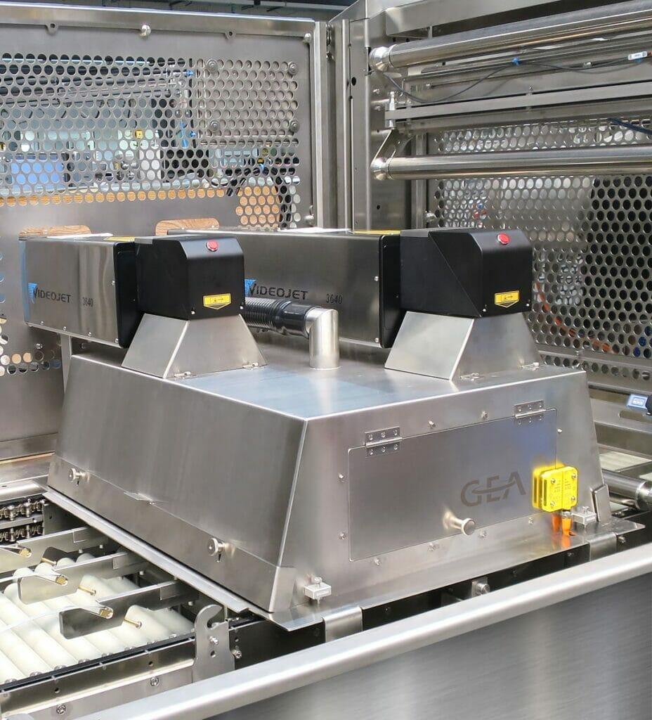 Siegelstation eines GEA PowerPak PLUS Thermoformers mit integriertem Laser-Kennzeichnungssystem